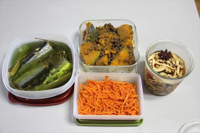 作り置き。秋刀魚のコンフィ、人参のナムル、かぼちゃとあずきのいとこ煮、はりはり漬け