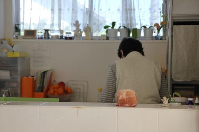 家族の顔が見えるオープンキッチンは新居の絶対条件だった