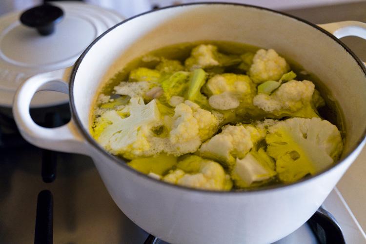 冬のおいしさを長く味わう。牡蠣とカリフラワーのオイル煮