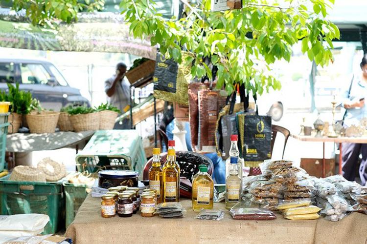 スリランカ産のコーヒーや蜂蜜、スパイスなど観光客にもとても楽しいところ