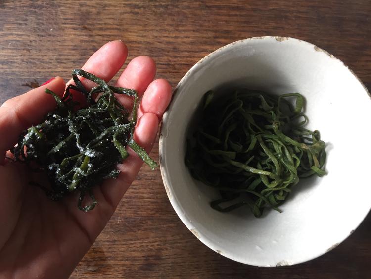 野菜のシャキシャキ食感が楽しい ジャガイモと海藻の韓国風お好み焼き