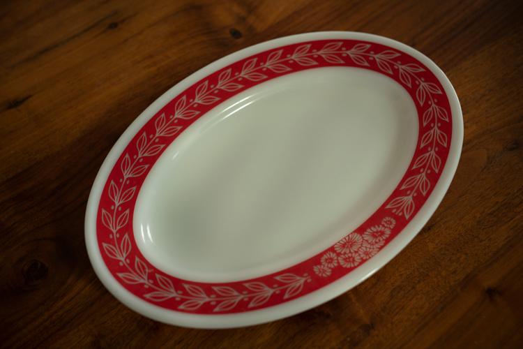 パイレックスの大皿はカナダ東海岸のフリマで買った