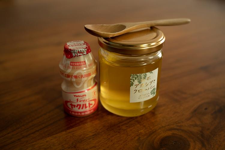 <切らしたら困るもの>ヤクルトとはちみつ。はちみつは紅茶やレモネードに。ヤクルトは甘みが濃く少量で満足
