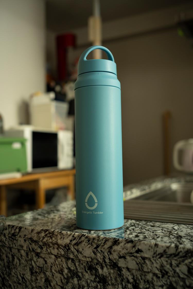 栓とパッキンが一つになった象印の水筒は、構造もシンプルで、保温性が高くデザインも好き