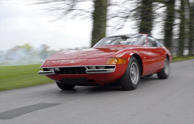 美しさと速さ「フェラーリ365GTB/4」