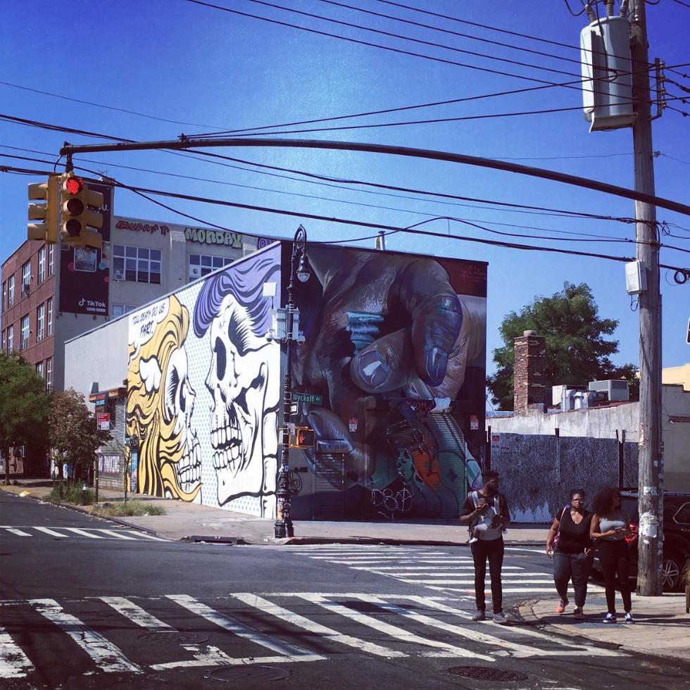 「NYでもっともアーティストが住んでいる街」に広がる異様な光景