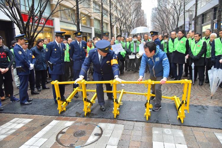 イスラエルから輸入した対テロ用突入防止バリケード(写真提供:東京マラソン財団)