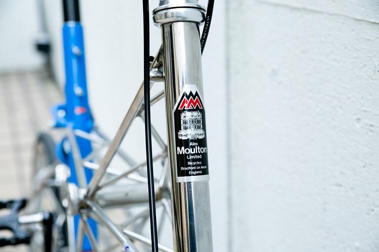 """""""お城製""""の自転車にはそれを証明するデザインが施されている"""