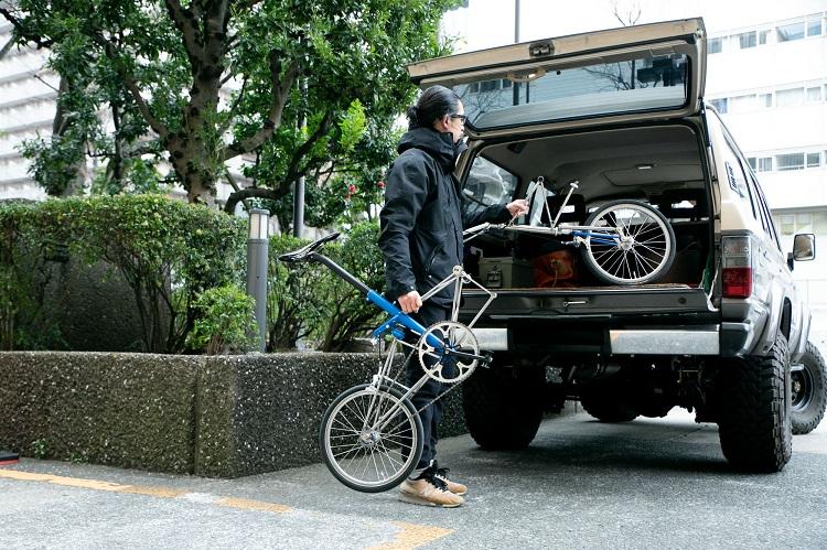 簡単にばらせて、場所もたいしてとらないので、クルマでの移動の際に持ち運びやすいという
