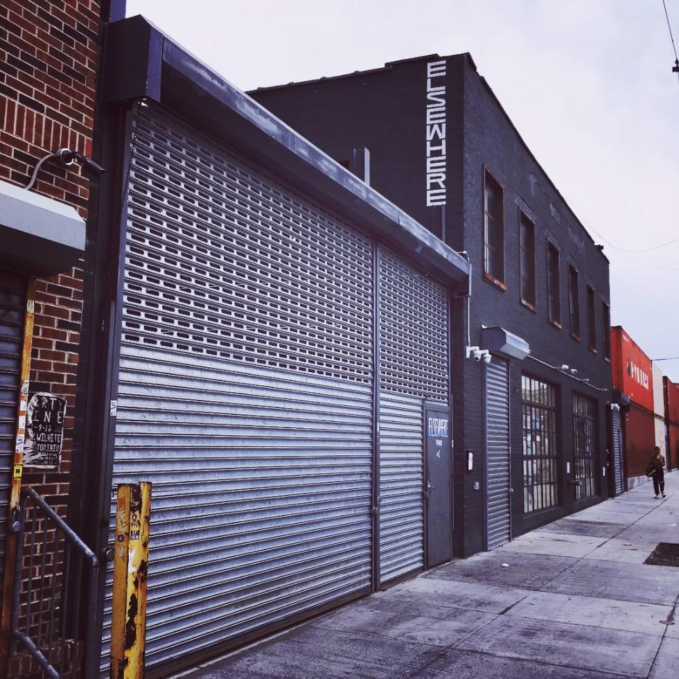 トラウトマン・ストリートの外れにあるライブハウス「ELSEWHERE」