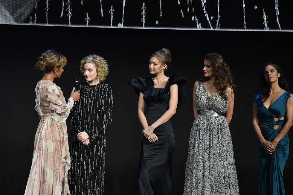 2019年ピレリカレンダー 来年は夢を見る女性たちがテーマ