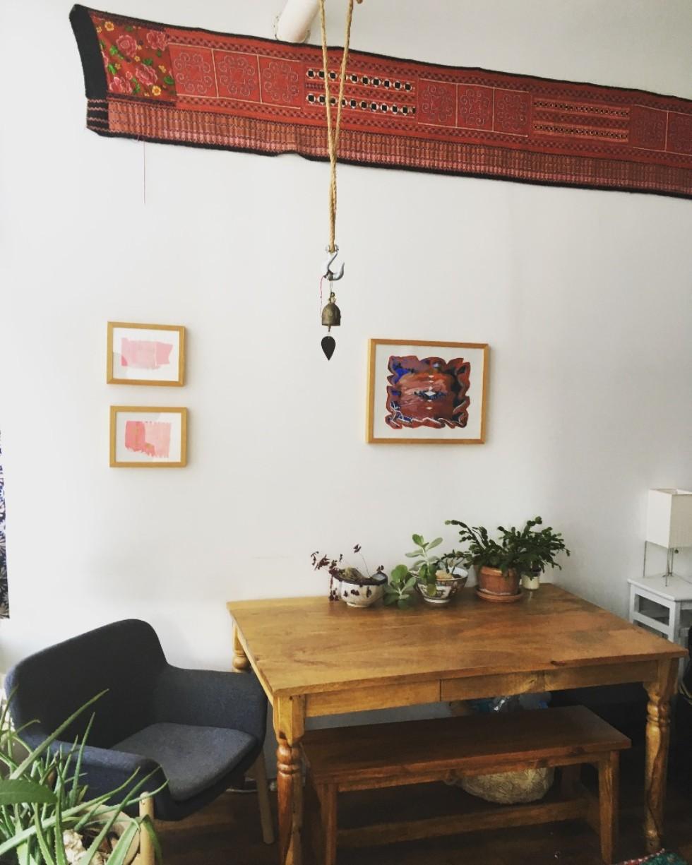 僕の住む部屋には手編みのテキスタイルが多用された装飾がありました
