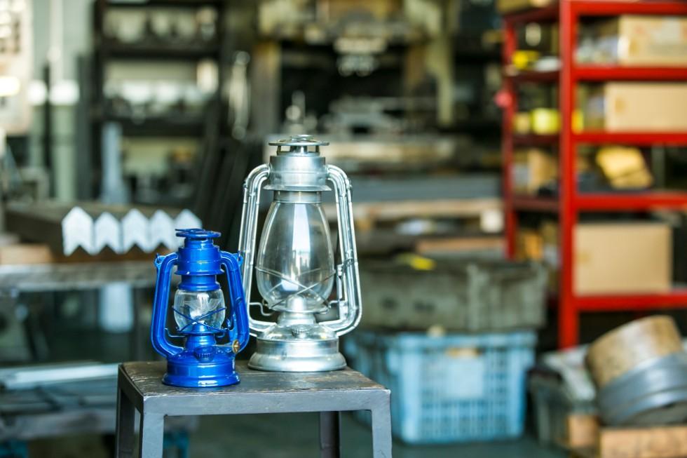 #500 ハリケーンランプ MUKU 16000円(右)、ふるさと納税限定の#350ハリケーンランプ(左)