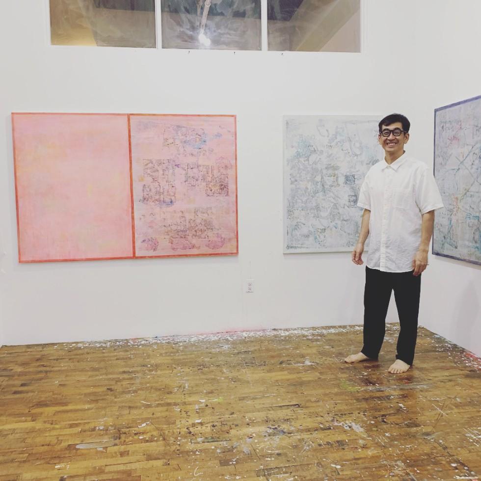 別の部屋に住むアーティスト・たちばなひろしさんのアトリエ。ニューヨークの厳しい生活環境の中でも自身の絵画作品を追究し続ける姿勢には頭が下がる