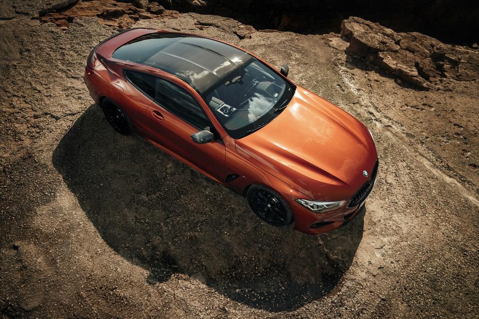 街中でもサーキットでも楽しめる走り BMWのオトナ向け大型クーペ「8シリーズ」を体験