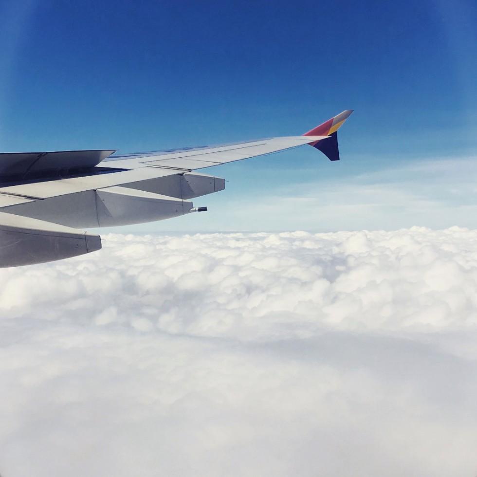 アメリカに向かう飛行機の窓から