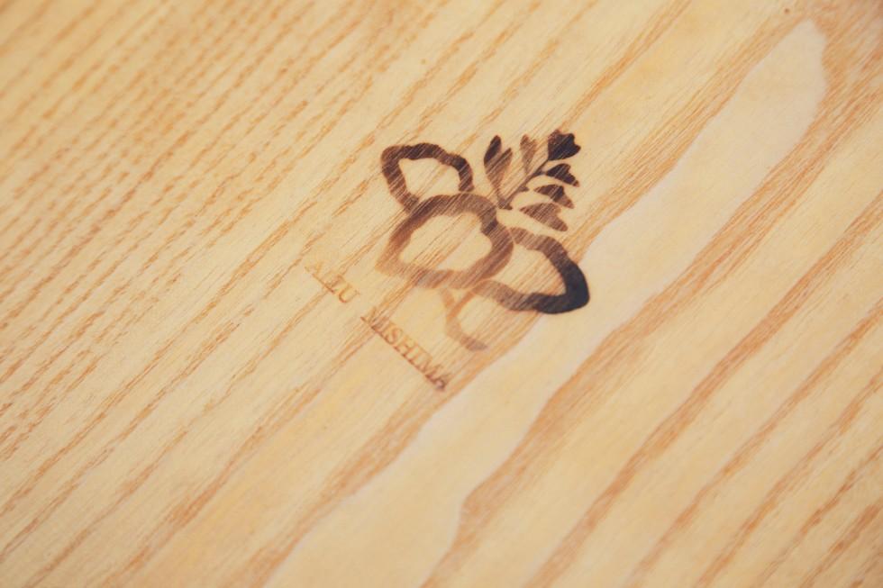 桐の葉をイメージした「AIZU MISHIMA」の焼き印が誇らしげ