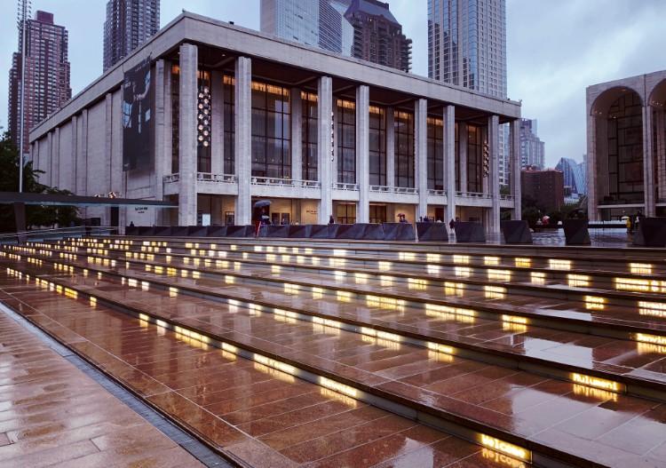 NYの総合芸術施設リンカーンセンターの改修後の姿