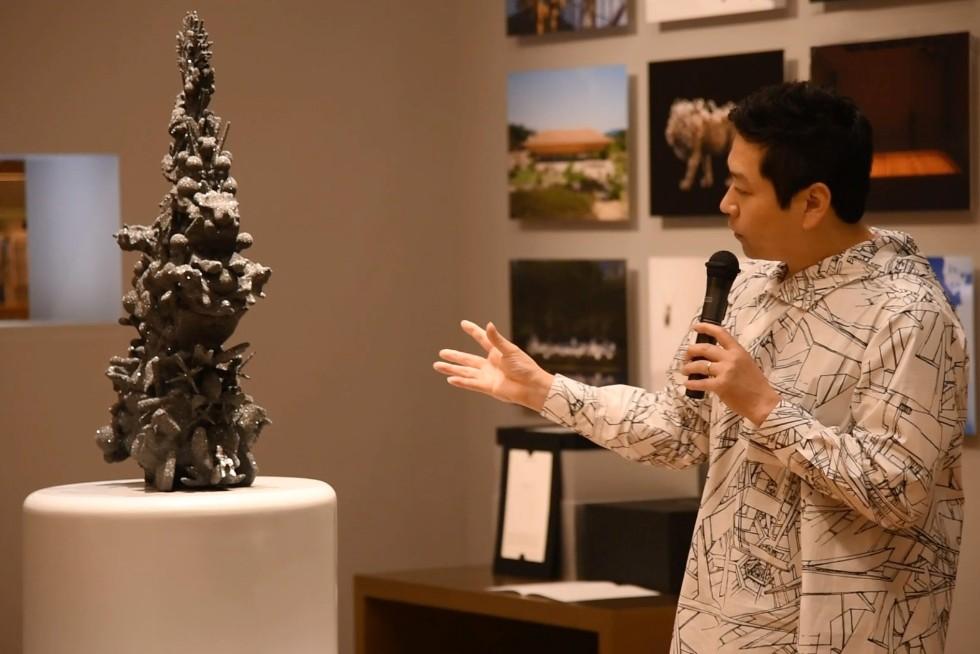 彫刻家・名和晃平