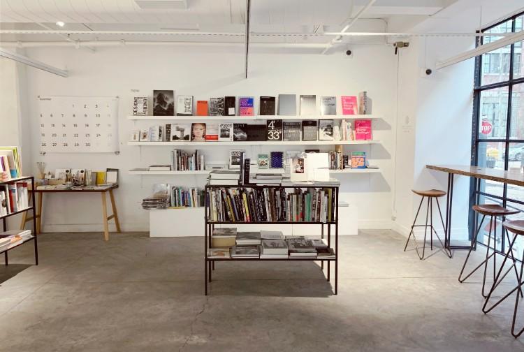 店内の設計は建築家の藤本壮介さん。写真は本屋のスペース