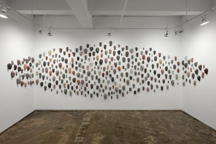 ルイーズ・マッキャグ(Louise McCagg)さんの作品展「Congregation」。彼女もニューヨークのアーティスト。Installation shots by Sebastian Bach