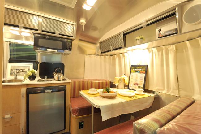 照明や冷蔵庫、給水ポンプや暖房。キャンピングカーには快適にすごすための設備が満載だが、そのエネルギー源は?
