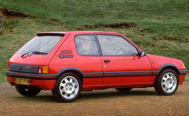 GTIは2ドアでリアクォーターウィンドウの形状が洒落ていた