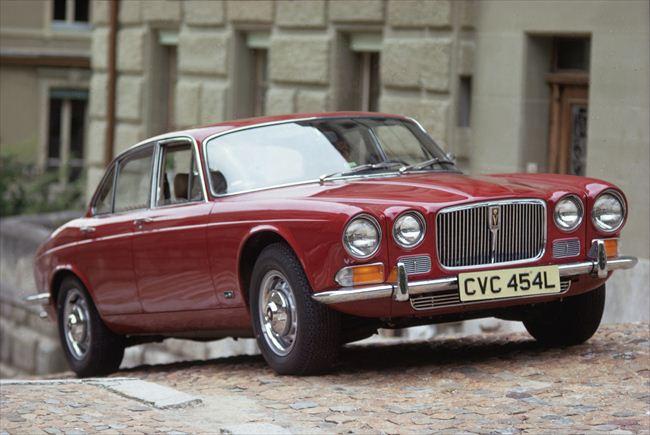 1973年に変更を受けたシリーズⅡは、全長4.8mの車体に3.4リッターあるいは4.2リッターの6気筒エンジンを搭載
