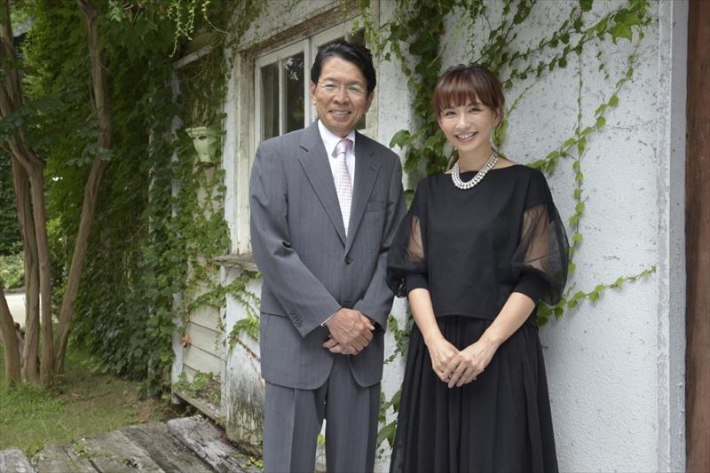 豊島逸夫さん(左)と優木まおみさん