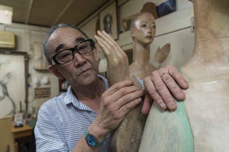 東日本大震災後、被災地の小学校に作品を運んで何度も移動展覧会を開いている