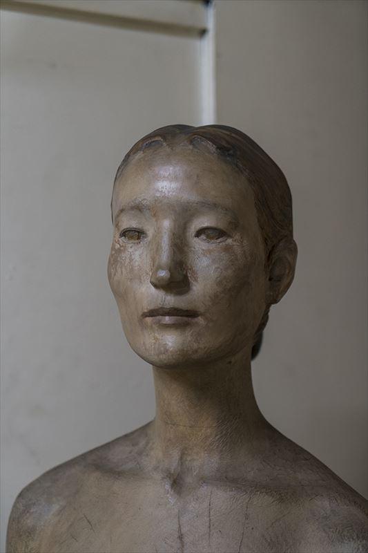 現在の木彫半身像のはじまりとなった「妻の肖像」