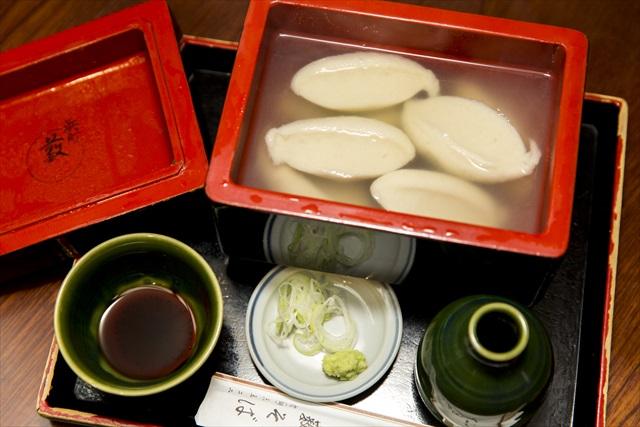 加熱せずに練り上げるので香りがひときわ高いそばがき1600円