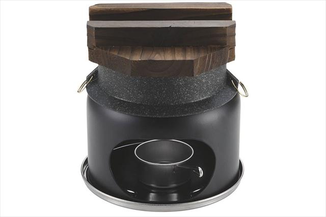 固形燃料1個で1合のお米が炊ける「かまど&釜」のセット(Photo:パール金属(株))