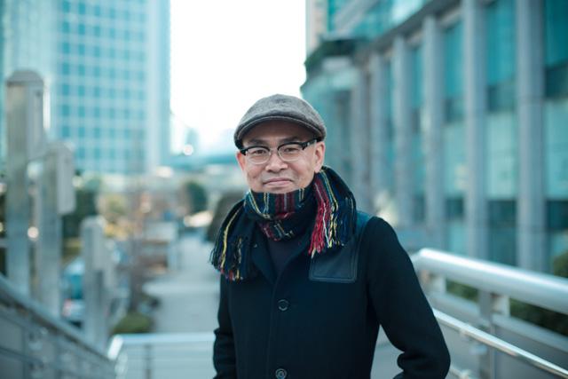 吉野寿(よしの・ひさし)/1988年、札幌で3ピースパンク・バンド「イースタンユース」を田森篤哉、三橋徹と共に結成。ギター、ボーカル(作品のクレジット上では「ボイス」と表記される)を担当。詩的な歌詞とエモーショナルなサウンドで日本のパンク・シーンに多大な影響を与える。バンド活動と並行し、「outside yoshino」名義でもソロ活動を展開。自主制作アルバムも発売している。