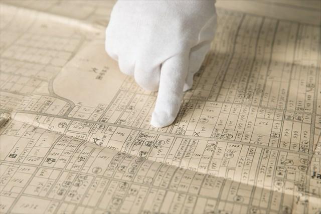 1928年の地図。細長い短冊状の地割になっており、五日市街道に沿って「路村」があったことがうかがえる。また、この頃には農地が分筆されて宅地が増えてきたこともわかる