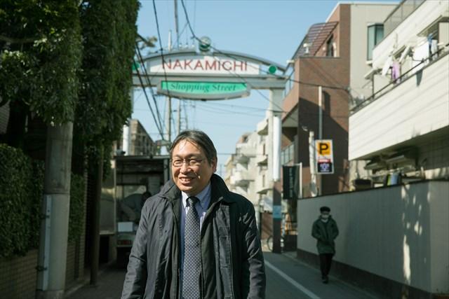 飲食店や雑貨店など、個性的な店が軒を連ねる「中道通り」。江戸時代からあった道で、五日市街道と八丁通りの間の真ん中にひかれた道