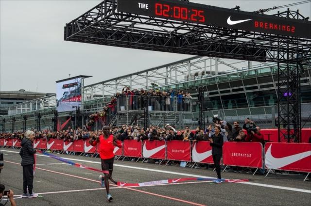 サーキットを使った「人類最速」への挑戦に世界中のランナーが熱狂した(画像提供:ナイキジャパン)