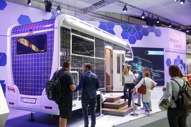 昨年のドイツ・キャラバンサロンで展示されていた電動キャンピングカー。一面にソーラーセルを貼りつけた、あくまでコンセプトモデル。いつの日か、こんな車も登場するかも?