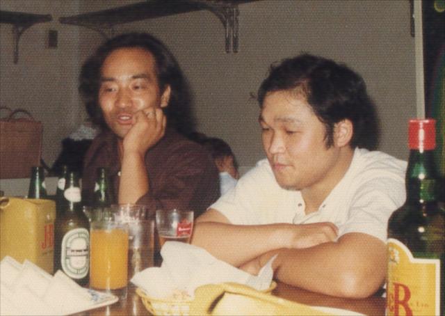 画家・猪熊克芳さん(左)と。芝居やアートについて語り合った