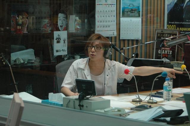 ニッポン放送のスタジオにて。番組のジングルも自ら作っていた