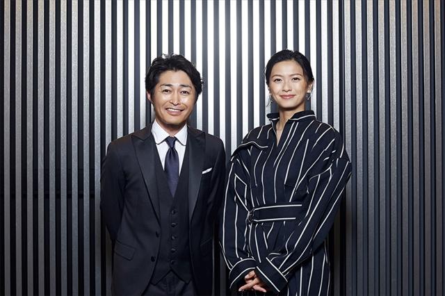 映画『家に帰ると妻が必ず死んだふりをしています。』でW主演する、榮倉奈々さん(右)と安田顕さん