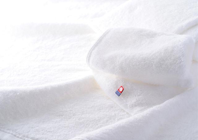 2006年から現在まで手がけている今治タオルブランドのブランディング・プロジェクト。キーコンテンツは「白いタオル」