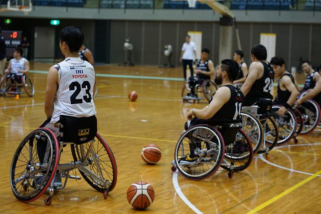 コート上の選手の持ち点の合計を14.0以内に収めることが車椅子バスケのルール