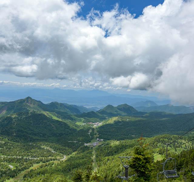 リフトからのパノラマも格別。天気のいい日は富士山も見える