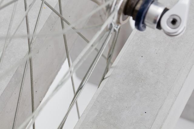 スポークがコンクリートの溝に触れるので、自転車愛好家の中には気になる方もいるかもしれません