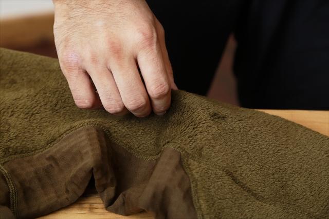 脇下の縫い目はダブルステッチに。通常のシングルステッチの4〜5倍以上の糸を使っており、その強度は段違い