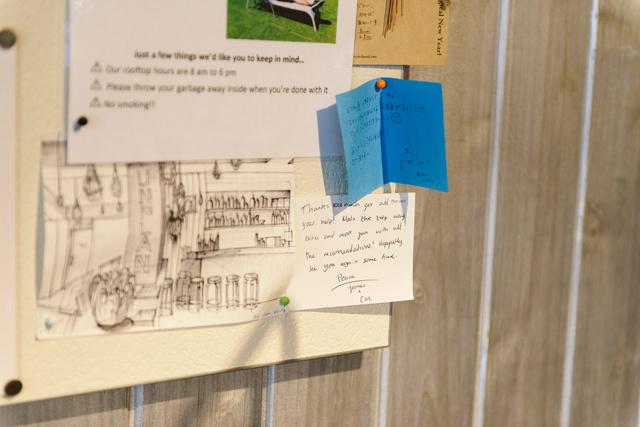 掲示板には、宿泊客から寄せられた感謝のメッセージも貼られている