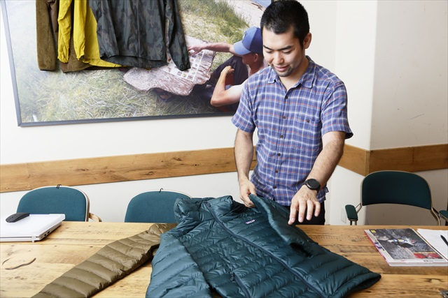 ダウン・セーターの魅力について語るパタゴニア日本支社の大堀さん。そのよどみない口調に、自社の製品への絶対的な自信がうかがえる
