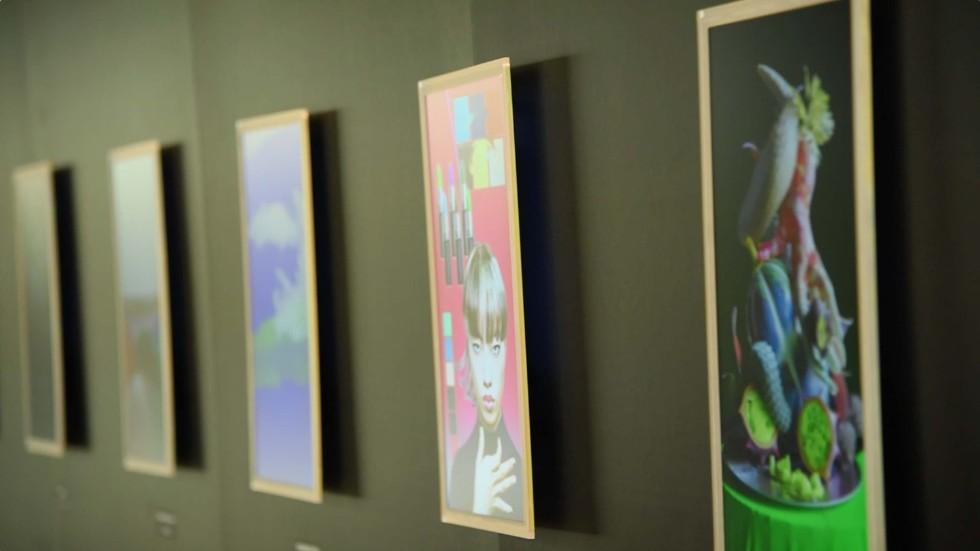 参加クリエイター9名によるデジタルディスプレイ「FRAMED*」の作品。鮮やかな光を放ち、立体的に浮かび上がってくる
