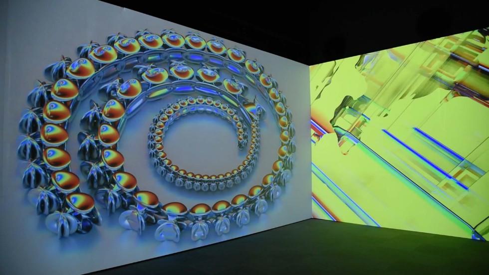 会場を囲むパノラミック・スクリーンに上映される出展作家の作品
